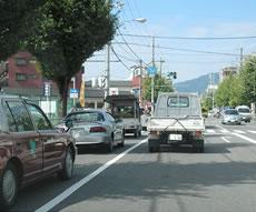JR二条駅から北に向かってお車で7分、千本中立売の交差点を右折
